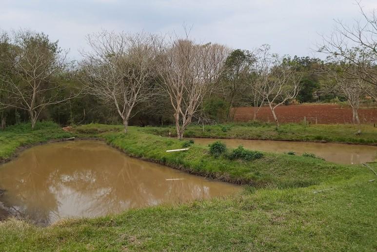 Chácara Rica em água